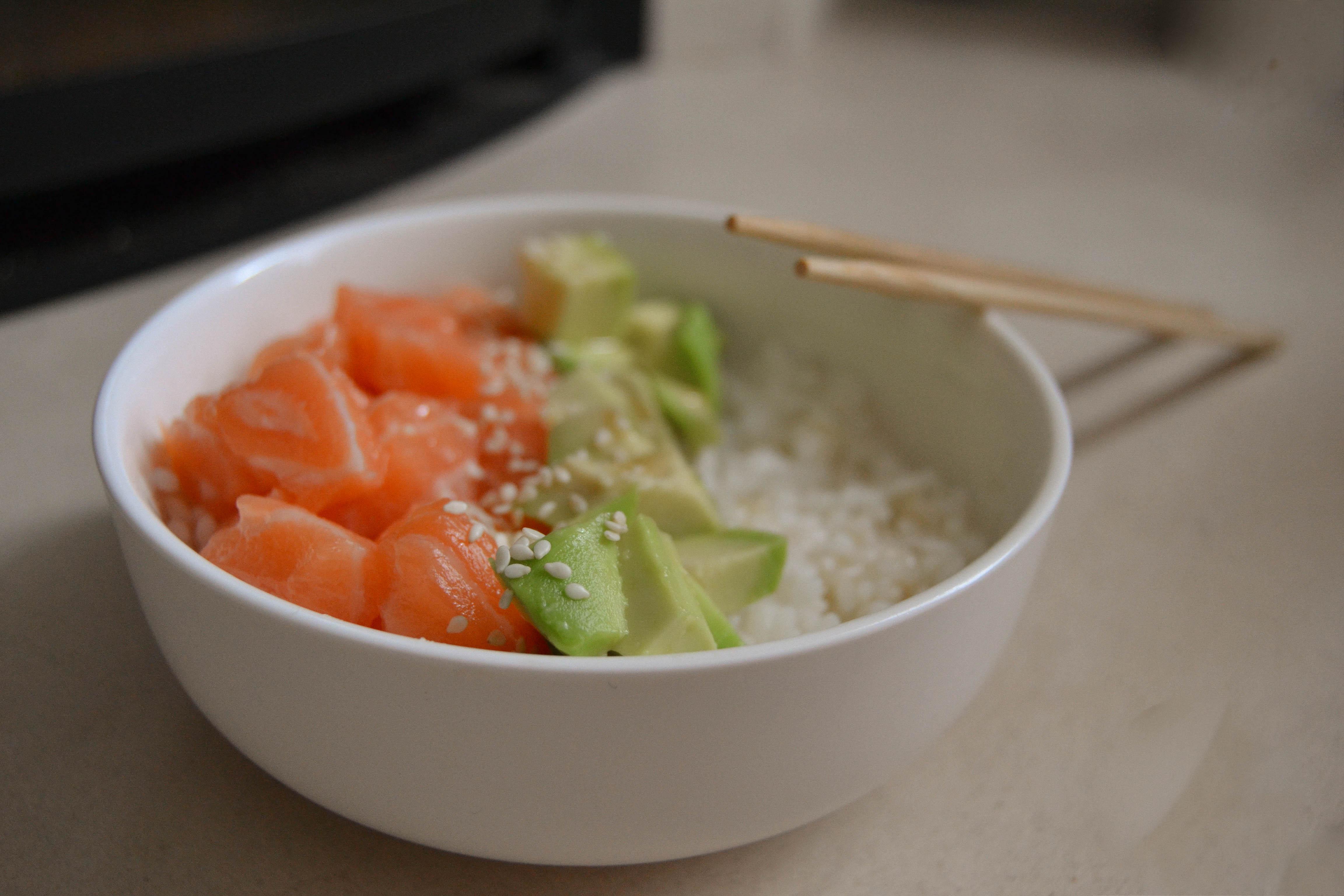 pokebolsaumon_1 poke bol saumon avocat riz baguettes bol casa