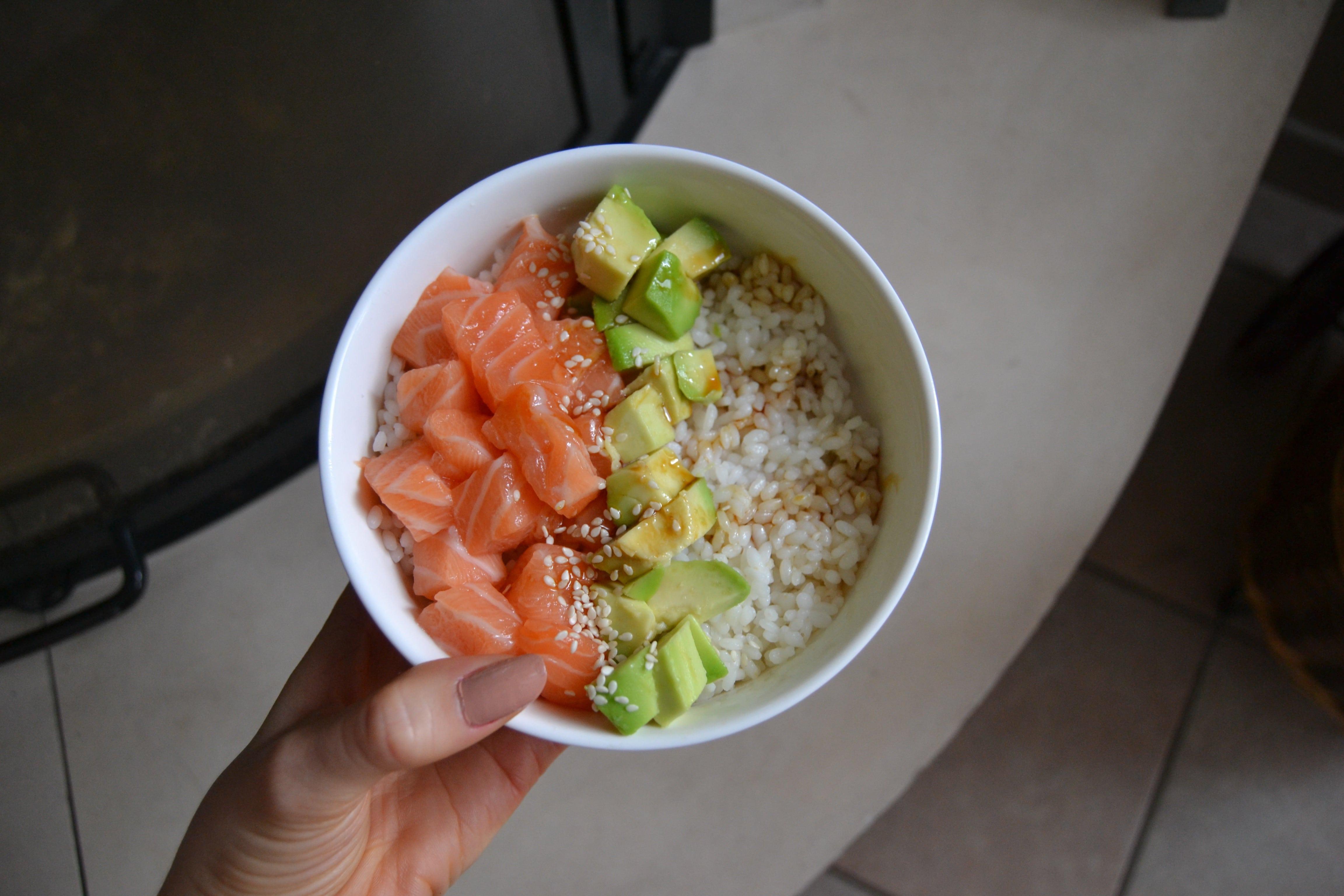 poke bowl article recette fidjigirl saumon avocat riz fidjigirl